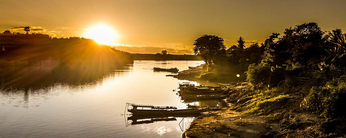 Pandaw Sunset Chindwin River with boats 4