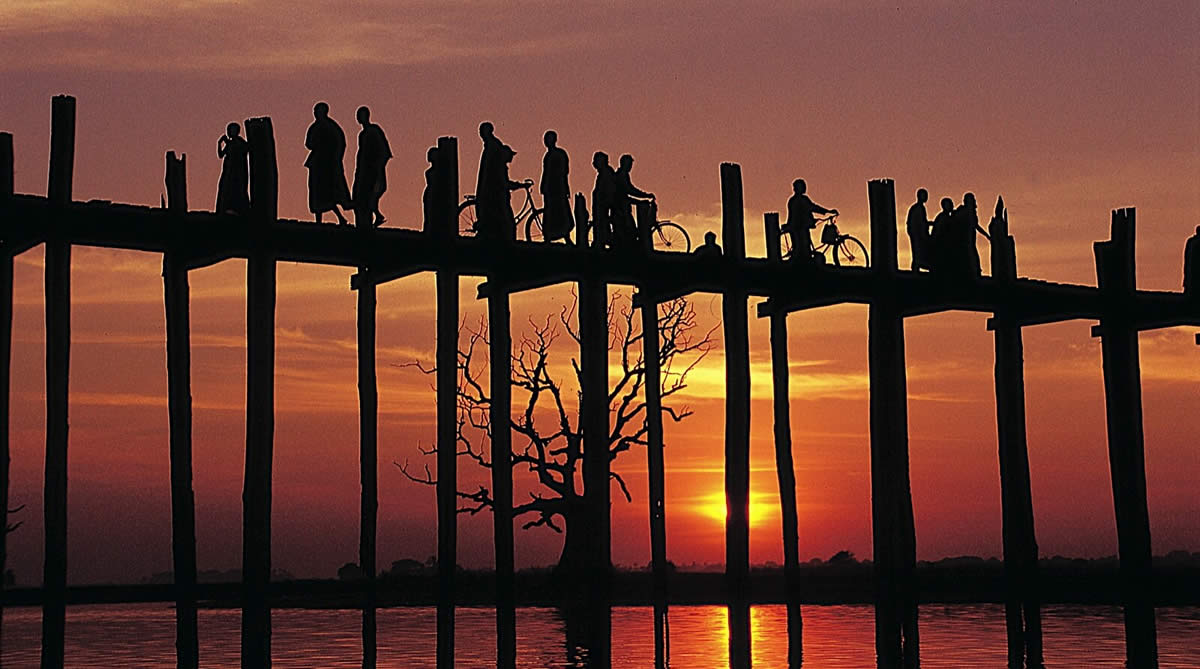 Sunset behind the U-Bein Bridge